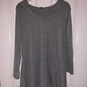 Gray tunic top, size M NWT